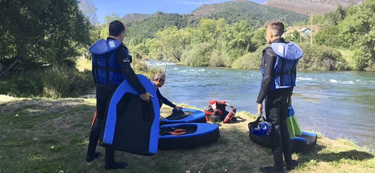 kayak-pico-azul-hydrospeed-en-rio-leon